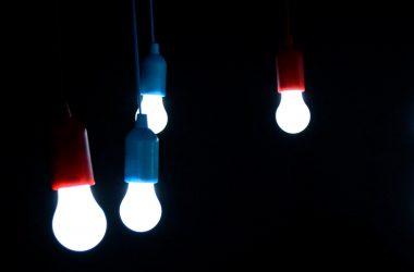 DOMBLICK-Beitrag PwC Deutschland steigt bei PropTech1 ein (c) Pixabay light-bulbs-1822058 by KlausHausmann
